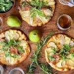 Ontario Pear & Prosciutto Naan-Pizza