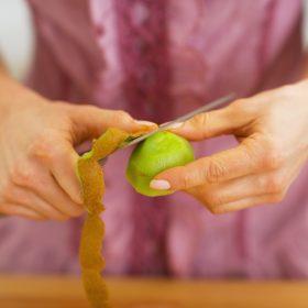 Peeling Kiwi