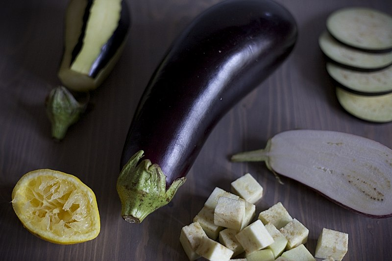 ways to chop and prepare eggplant
