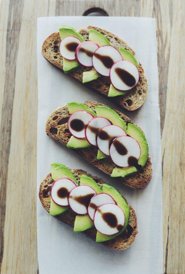 avoacdo-radish-toast