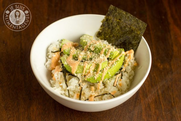 deconstructed-spicy-avocado-sushi-bowl