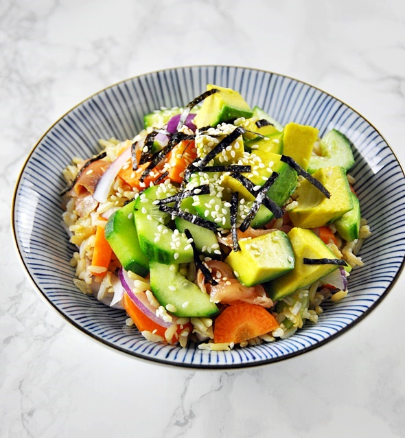 smoked-salmon-avocado-sushi-bowl
