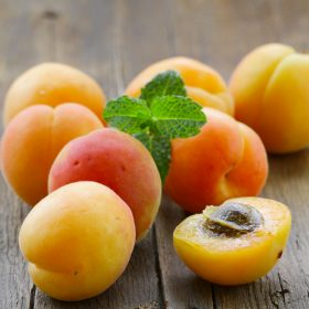 How to Select and Store Apricots