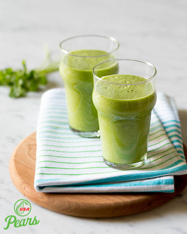 Pear and Pineapple Green Smoothie
