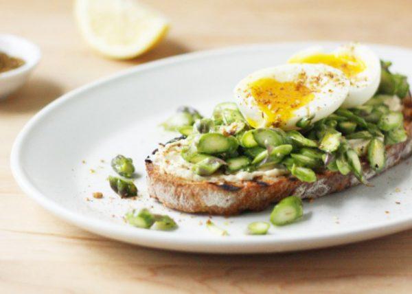 Asparagus-Soft-Boiled-Egg-and-Dukkah-Tartine_FoodNouveau