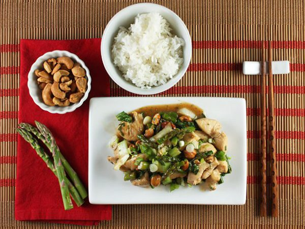 Chicken-Stir-Fry-with-Asparagus-and-Cashews_FoodNouveau