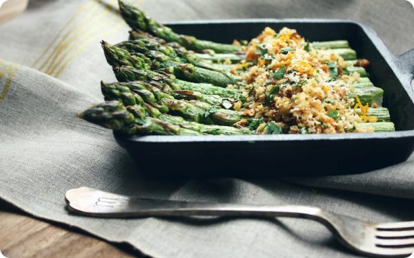 Roasted-Asparagus-with-Toasted-Breadcrumbs_SevenSpoons