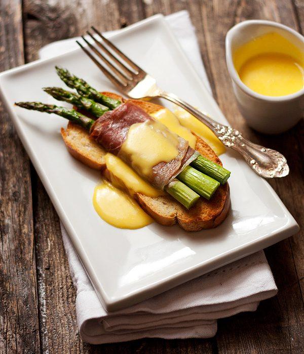 asparagus-prosciutto-crostini_SeasonsAndSuppers