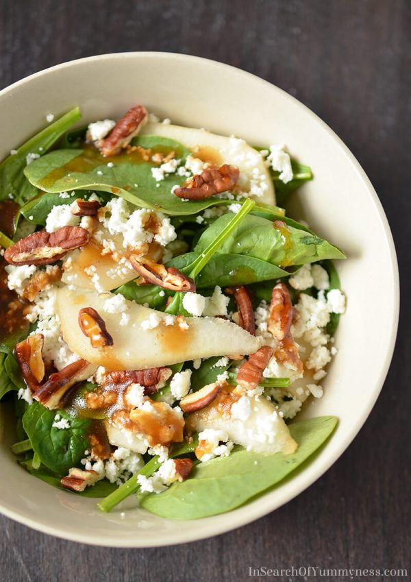 Spinach Salad with Pears, Pecans, and Goat Cheese
