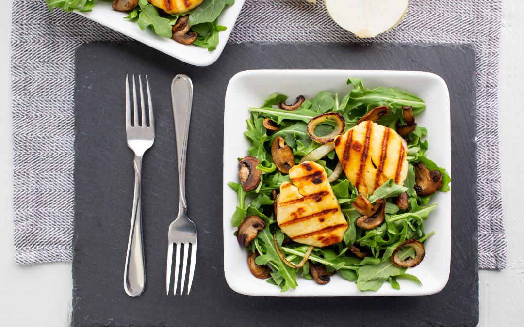 5-Ingredient Recipe: Skillet Mushroom and Halloumi Salad